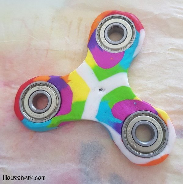 diy mon hand spinner rainbow en fimo oui are makers partageons notre cr ativit. Black Bedroom Furniture Sets. Home Design Ideas